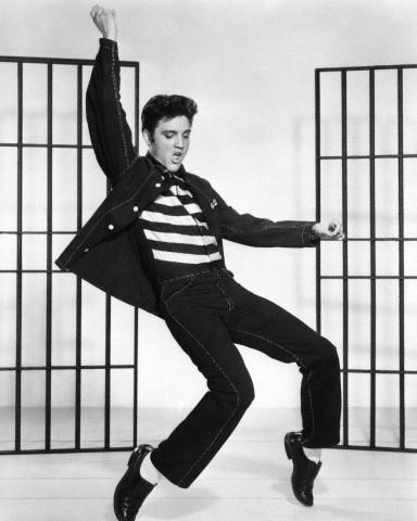 De cómo una bailarina exótica le enseñó esos pasos a Elvis Presley