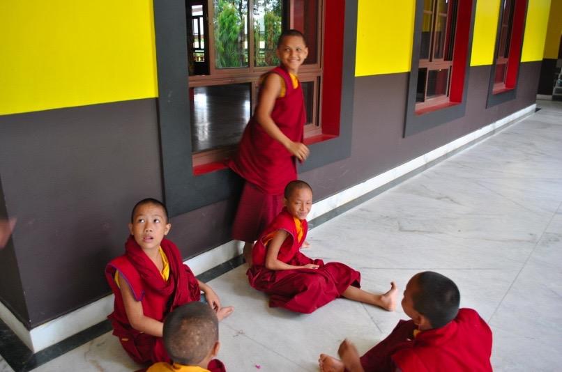 Niños en un monasterio de la India