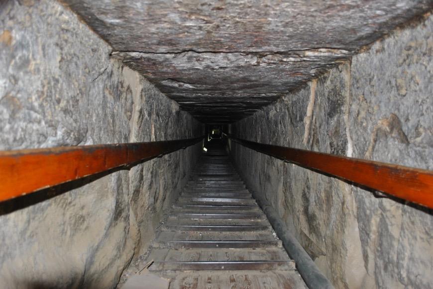 Acceso al interior de la pirámide de Dashur