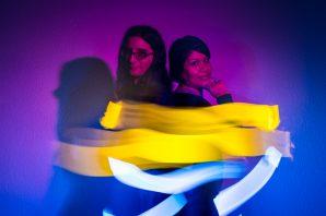 Puentes de luz: un dueto de spoken word y música experimental